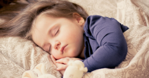 寝てる女の子